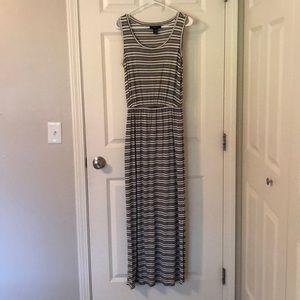 Super Comfy & Flattering Maxi Dress - Small